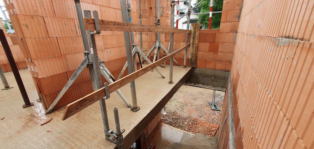 Treppengeländer Neubau Betontreppe Treppensicherheit